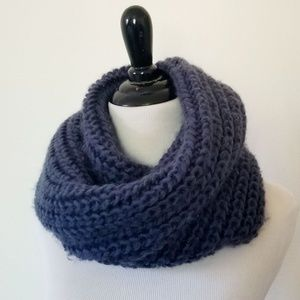 H&M Chunky Knit Circle Scarf